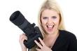 Junge Fotografin blickt und lacht süß frech