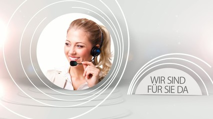 attraktive blonde Frau in der Hotline