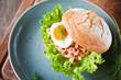 krabbenbrötchen mit ei und salat