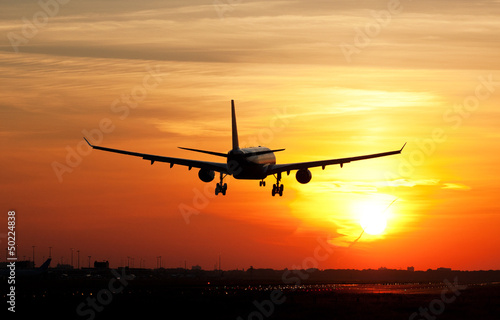Foto op Canvas UFO Plane landing in sunrise