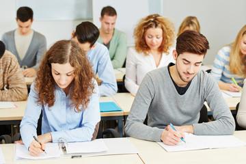 Studenten in Vorlesung an der Universität