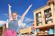 Herzlich Willkommen in Bayern - glückliche junge Frau