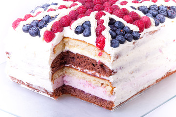 cake with united kingdom flag