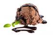 Eine Kugel Schokoladeneis mit Schokoladensoße und Minze auf wei