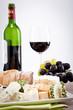 käseplatte mit trauben feigensenf und rotwein