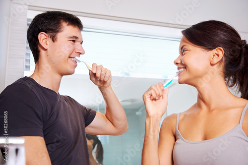 crushing teeth couple