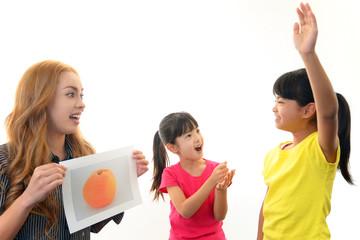 英語教室に通う二人の女の子