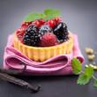 Kleiner Kuchen mit Beeren