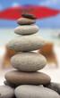 galets en équilibre, concept stabilité, réussite ...