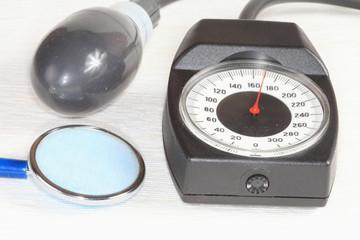 A pressure gauge, a phonendoscope.