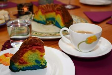 Papageienkuchen und Kaffee