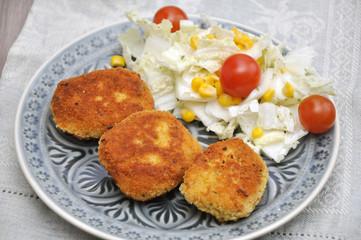 Couscous Laibchen mit Salat
