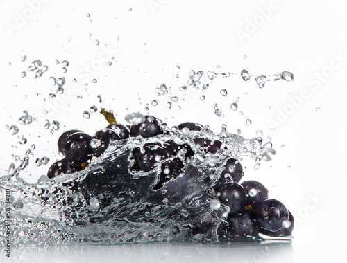 Grapes with water splash over white © Lukas Gojda