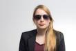 Blondine mit Sonnenbrille