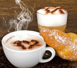 Kaffe und Latte Macchiato genießen