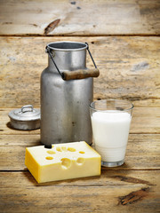 Milchkännchen mit Käse