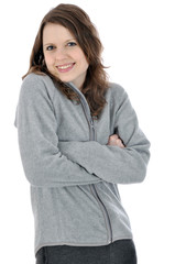 Junge Frau in grauem Freizeitanzug lacht