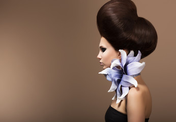 Styling. Fashion Woman with Trendy Hairstyle. Brown Hairs