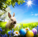 art Little Easter bunny and Easter eggs on green grass Kanvas Tablo