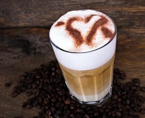 Latte Macchiato mit Schokoladen-Herz