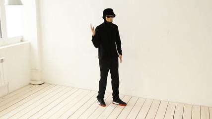popping-dancer