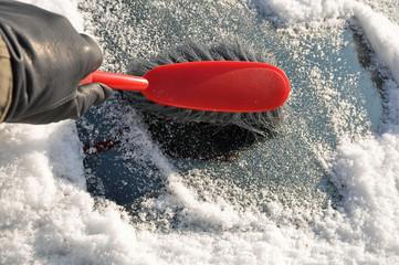Eis Entfernen an der Windschutzscheibe
