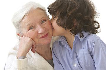 Mamie avec son petit fils - Bousous