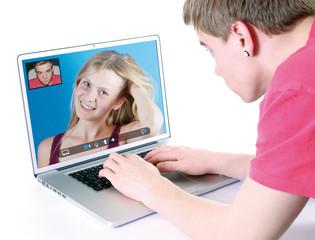 Teenager beim chatten