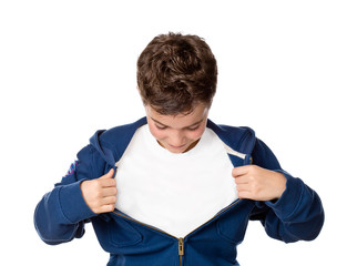 Junge / Kind zieht Jacke auseinander, Promotion, Angebot