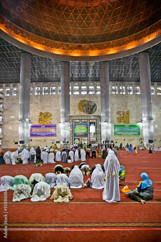 Muslim praying at Istiqlal Mesjid Mosque. Indonesia