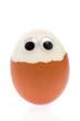 Halb geschältes Ei mit Augen
