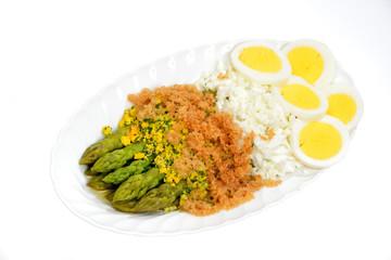 Asparagi con uova e pane grattato