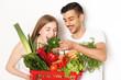 junges Pärchen mit Gemüse
