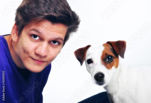 Jugendlicher mit Hund