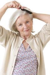 Femme senior - Coup de peigne