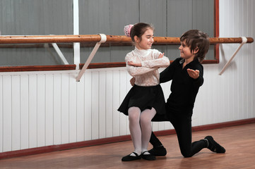 Children dancing in a ballet barre