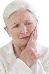 Femme senior - Rage de dents