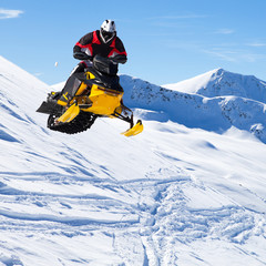 salto con motoslitta