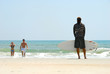 surfeur et baigneurs sur la plage de Saint-Augustine, Floride