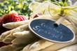 Frischer Spargel mit Erdbeeren