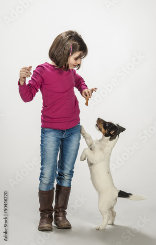 Bambina premia il suo cane