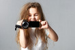 Kind mit der Videokamera