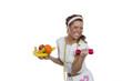 Junge Frau mit Obst und Hantel in der Hand