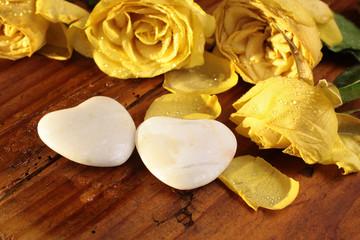 Steinherzen und gefrorene Rosen