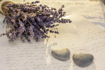 Steinherzen und Lavendel