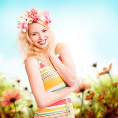 junge blonde Frau mit Tulpenkopfschmuck