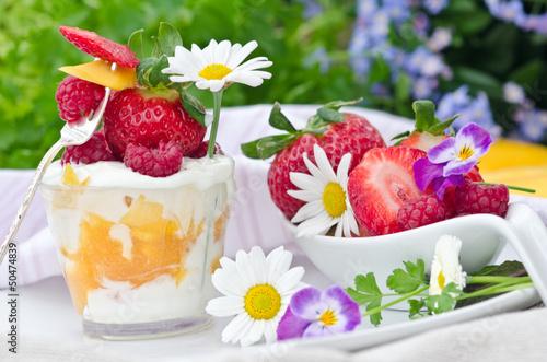 Sommer-leichter Frucht-Genuss mit Beeren und Joghurt