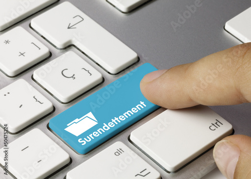 Surendettement clavier doigt