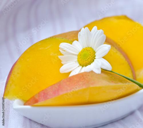 Mango mit Margerite
