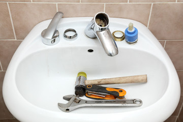 Water tap ceramic cartridge valve and plumber tools